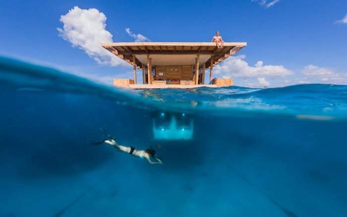 floating hotel Manta Resort